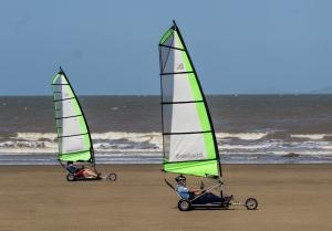 12 - Sand yachts (1280x894)